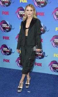 Zara Larsson, espectacular con un total look negro