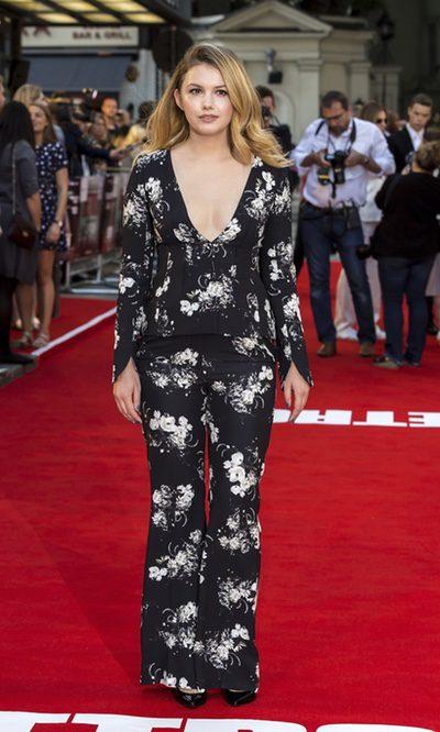 Hannah Murray apuesta por un conjunto con estampado floral