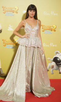 Tini Stoessel deslumbra con un vestido metalizado