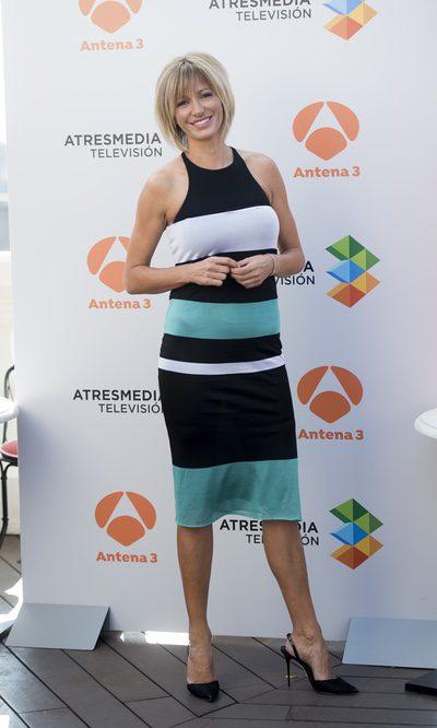 Susanna Griso, poco favorecida con un vestido midi de rayas