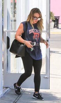 Hilary Duff apuesta por la comodidad de un look deportivo