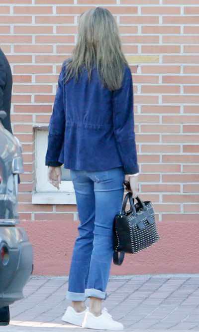 El look sporty de la Reina Letizia para 'ir al cole'