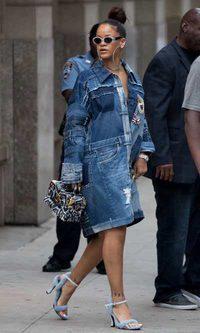 El maxi denim de Rihanna