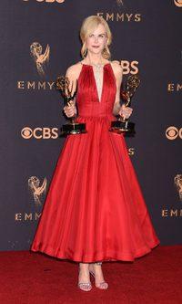 Nicole Kidman impresiona con su vestido rojo pasión