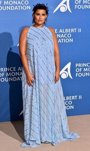 El desacierto de Nelly Furtado con un vestido efecto saco