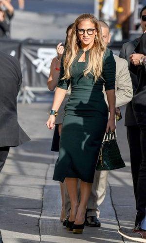 Jennifer Lopez te enseña a crear un look con gafas de pasta