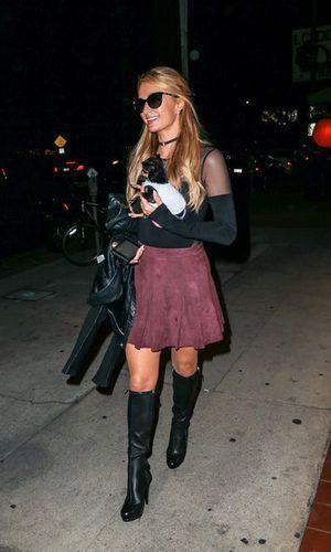 El street style nocturno de Paris Hilton