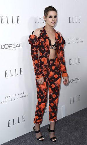 Kristen Stewart luciendo tipo con un print floral