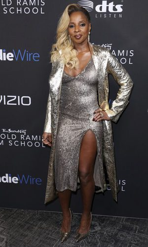 Mary J.Blige con un total look en colores metalizados