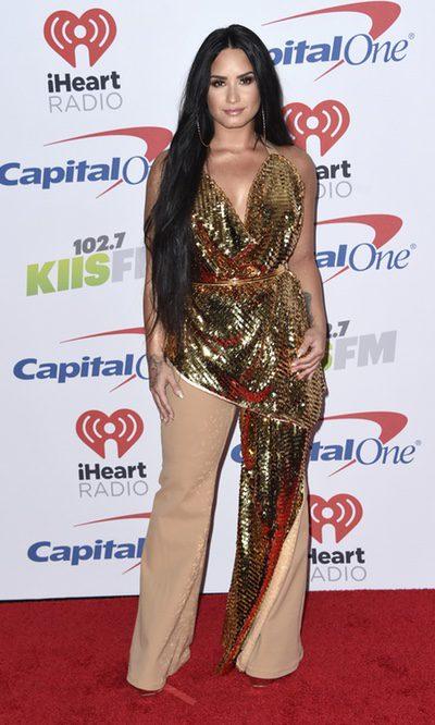 Demi Lovato se excede con el dorado