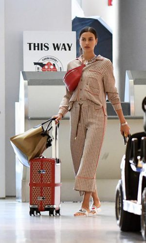 Irina Shayk en pijama por la terminal