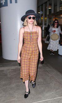 Emma Roberts paseando por la terminal