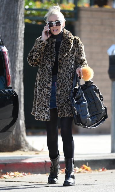 Gwen Stefani con un street style muy felino