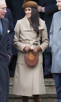 Meghan Markle agota el abrigo largo en color camel