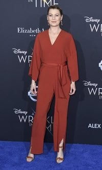 El look total red de Ellen Pompeo