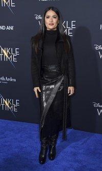 El desacertado look negro de Salma Hayek