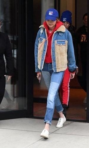 Gigi Hadid con un outfit vaquero