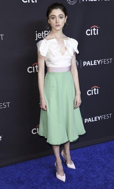 Natalia Dyer con un vestido de lo más dulce