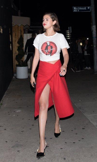 Selena Gomez con un look muy sexy
