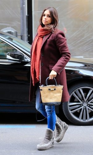 El bolso de rafia de Elena Furiase que todos querrán