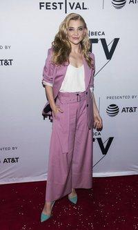 Natalie Dormer y su traje de chaqueta