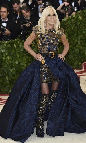 Donatella Versace: dos vestidos en uno