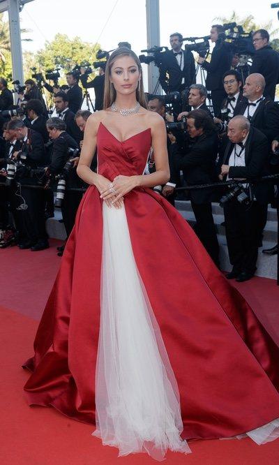 El llamativo vestido de Mathilde Gohler