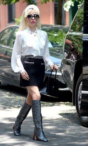 Lady Gaga se atreve con un outfit muy vintage