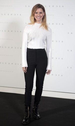 Manuela Vellés, en blanco y negro
