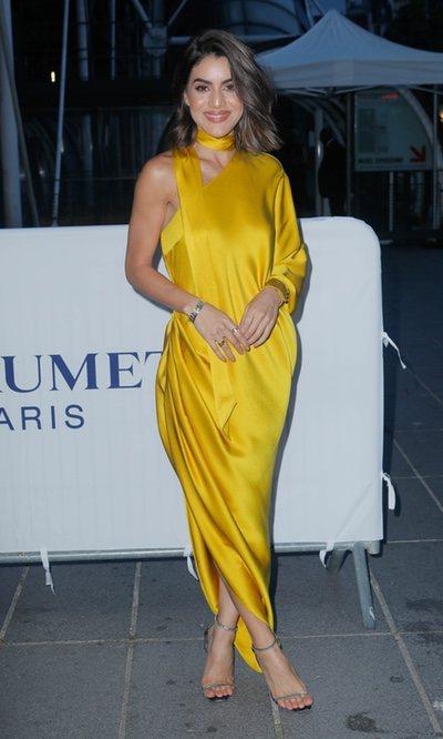 Camila Coelho apuesta por el amarillo