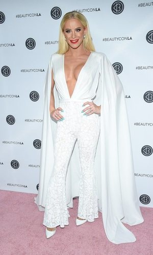 Gigi Gorgeus se viste de blanco