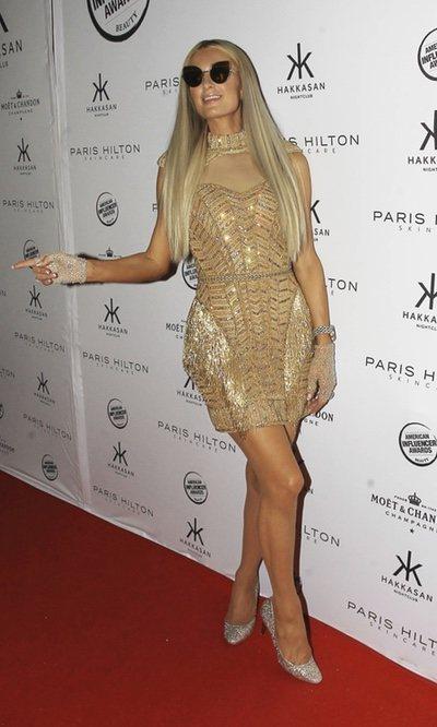 El look brillante de Paris Hilton