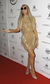 El look brillante de Paris Hilton