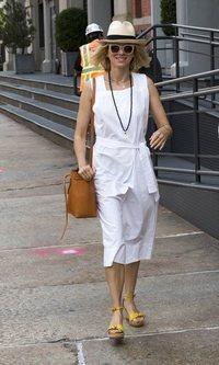 Naomi Watts apuesta por el blanco