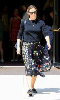 Jennifer Garner y su falda midi
