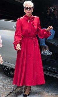 Lady Gaga apuesta por el rojo