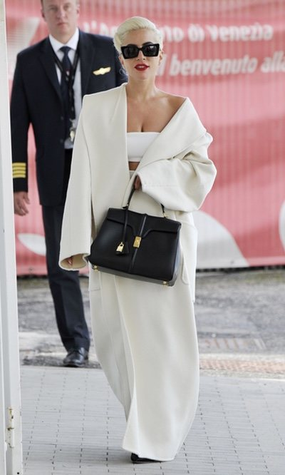 Lady Gaga, de blanco impoluto