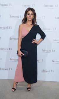Mónica Cruz luce un vestido bicolor