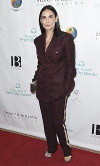 Demi Moore posa con un traje sport