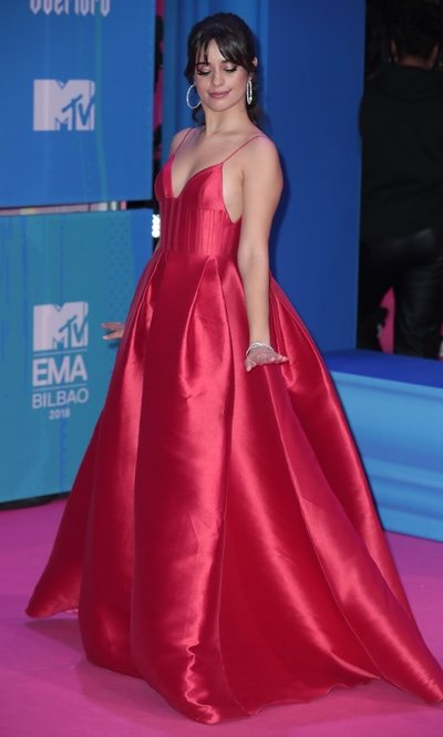 La apuesta por el rojo de Camila Cabello