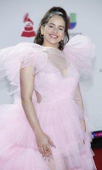 El vestido rosa pomposo de Rosalía