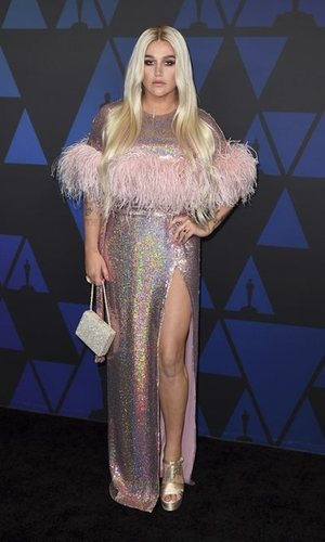 El traje a medida de Kesha