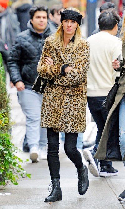 El abrigo de Leopardo de Nicky Hilton