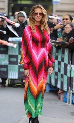 Julia Roberts triunfa con un vestido al estilo de los 70