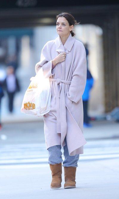 Katie Holmes supera el frío con estilo