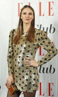 Helen Lindes deslumbrante con su mini vestido