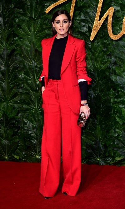 Olivia Palermo hace homenaje a la navidad con su traje