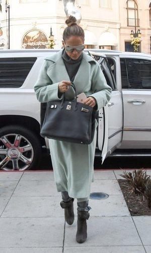 Jennifer Lopez se une a la moda de los colores pastel