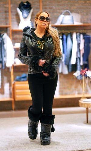 Mariah Carey posa con un look brillante y abrigado