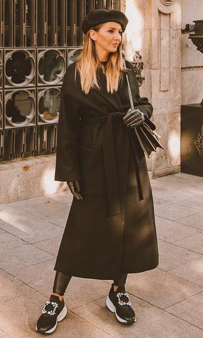 Lovelypepa y el total black look para un día de paseo